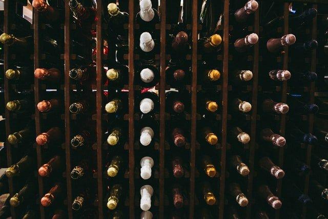armadio di stoccaggio bottiglie di vino
